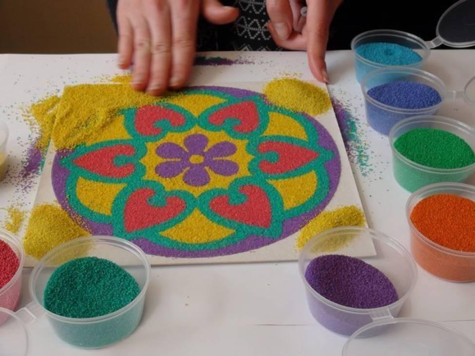 делать рисунки из песка сладкая